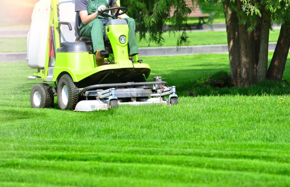 Top 4 Lawn Mowing Contractor Insurance Policies